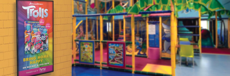 1–slider-background-playhouse-Trolls