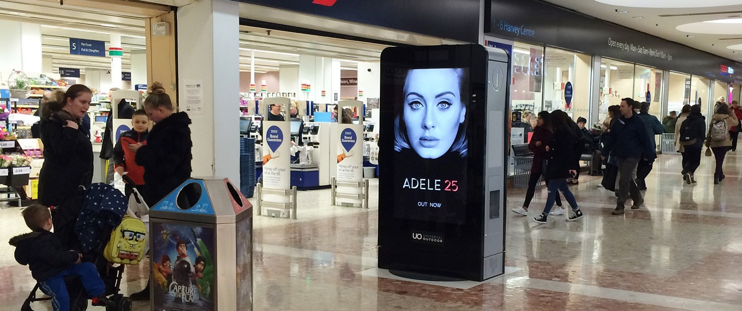 Adele D6 in busy shopping centre