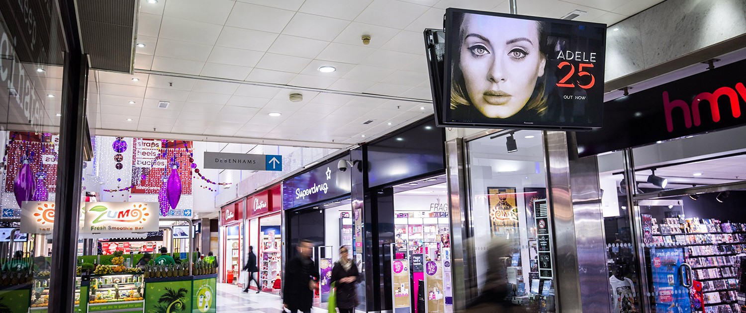 Adele iconic in busy shopping centre