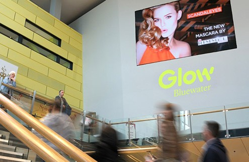 Rimmel iconic in busy shopping centre